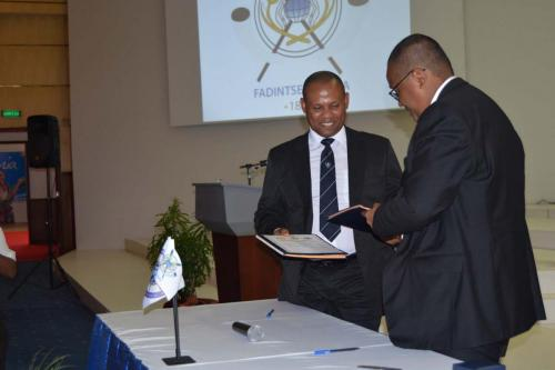 21 avril 2017  Cérémonie officielle de signature du Protocole d'accord d'échange et de partage d'informations maritimes entre le CF